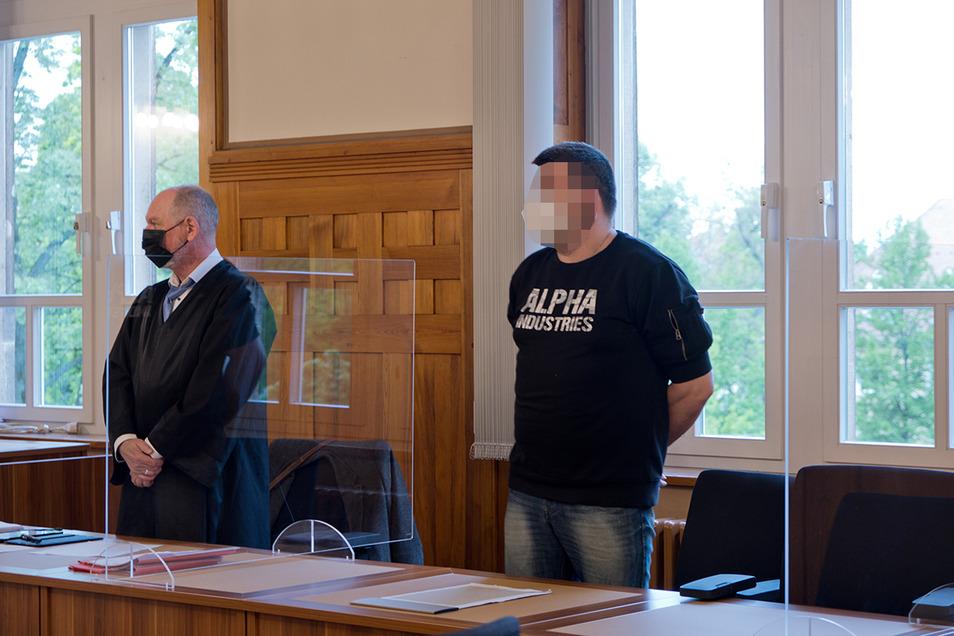 Ein Mann aus Neukirch muss sich derzeit in Bautzen vor Gericht verantworten. Ihm wird vorgeworfen, einen Verteilerkasten gesprengt zu haben.