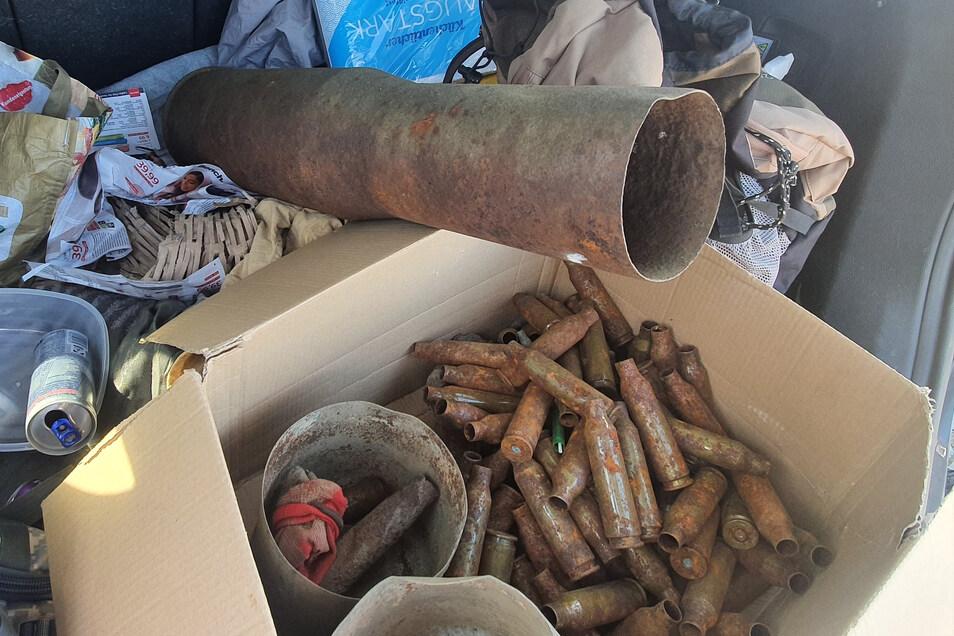 Im Kofferraum eine Hyundai hat die Polizei am Montag zahlreiche Munitionsteile entdeckt.