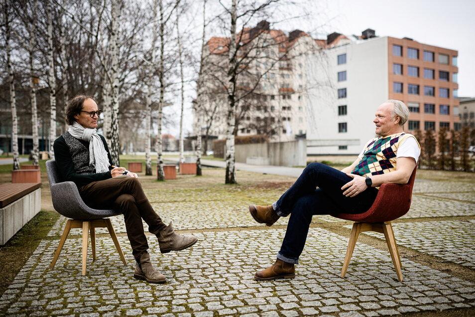 Pullunder-Tausch: Olaf Schubert (l.), TV-erfahrener Betroffenheitslyriker aus Dresden, interviewt exklusiv Andy Dallmann (55), Redakteur im SZ-Feuilleton.
