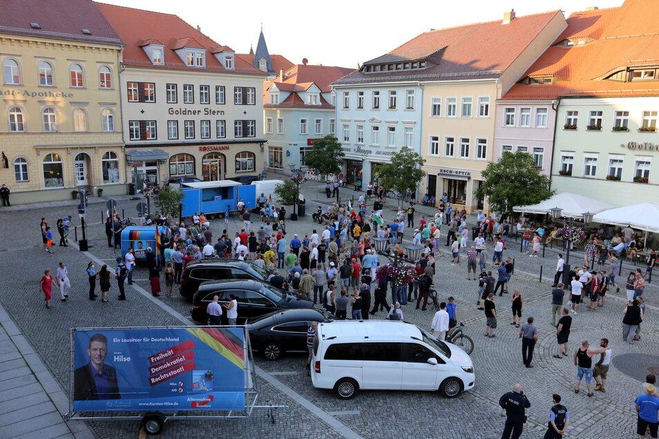 Etwa 250 Menschen versammelten sich nach Schätzungen der Polizei auf dem Kamenzer Markt. Nach der Gauland-Rede verließ ein Teil der Zuhörer die Kundgebung.