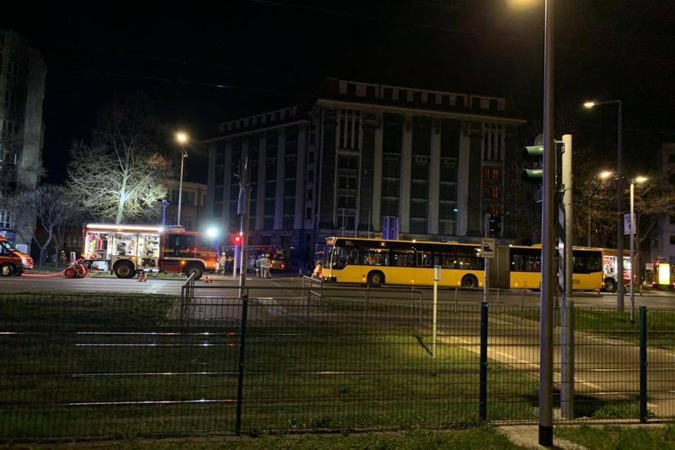 Ein Linienbus holte die Bewohner ab, um sie temporär unterzubringen.