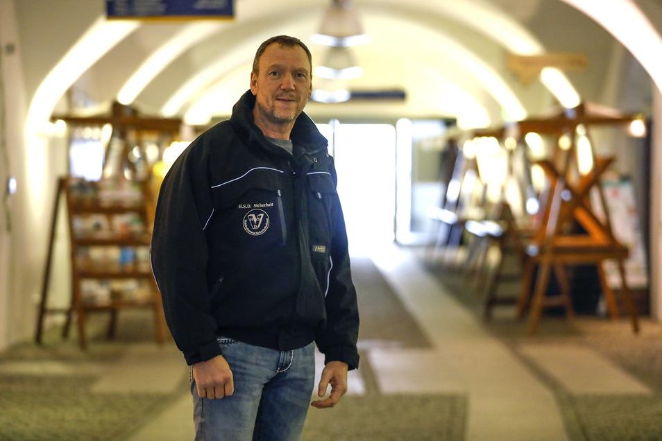 Jens Holdinghausen schaut regelmäßig nach dem Rechten im Salzhaus.