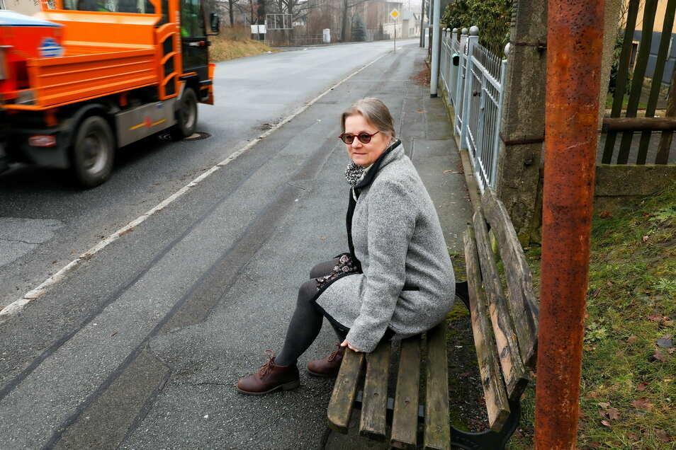 Die Bank steht zwar noch, aber wer an der Haltestelle Bergstraße in Zittau auf den Bus hofft, wartet umsonst.