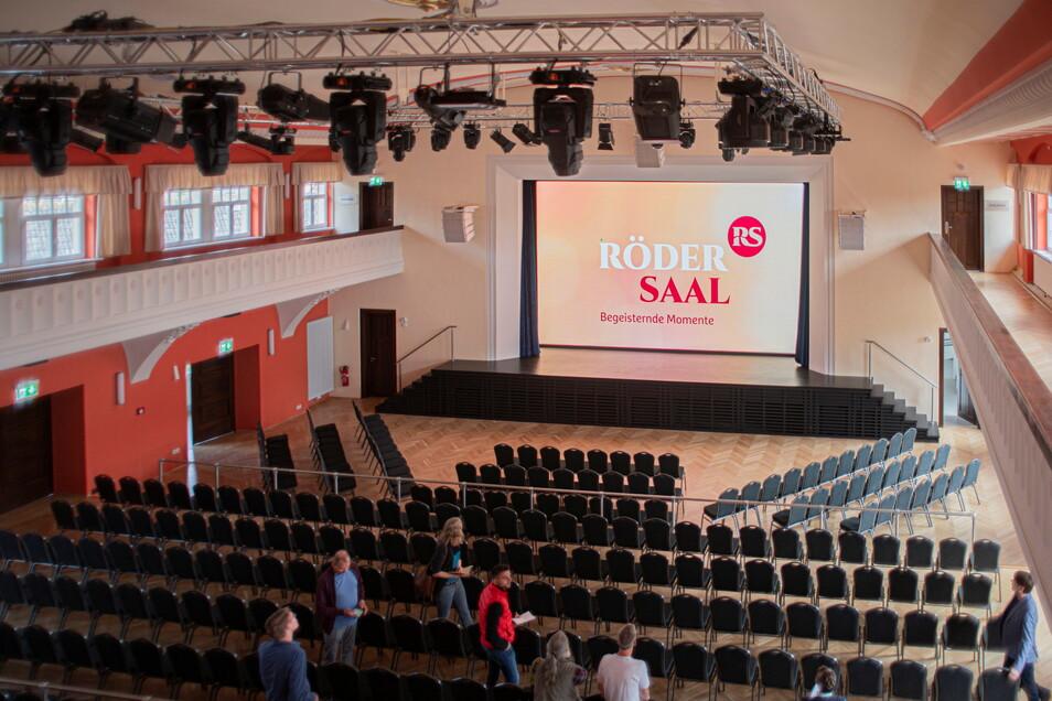 Blick von der Galerie in den restaurierten Rödersaal in Großröhrsdorf. Das vielfältige Programm startet am 9. September.