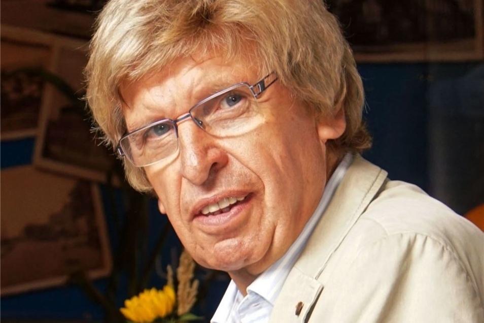 Jürgen Hoppe (70) arbeitete von 1973 bis 1990 im Zellstoffwerk. Der Gröditzer hat den großen Treff der Ex-Kollegen mit organisiert.