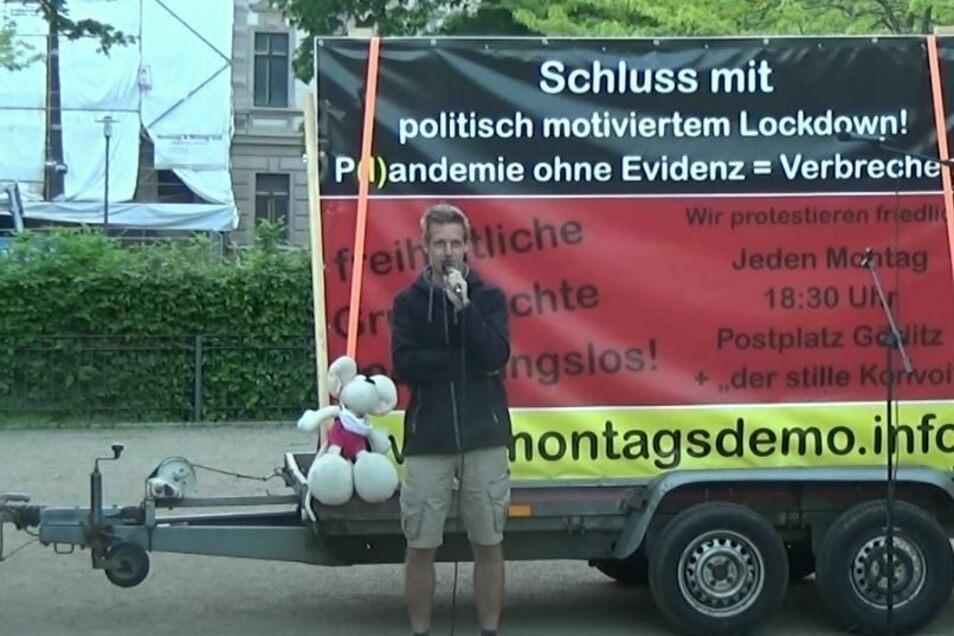 Lee-Roy Mayr bei der jüngsten Demo der Corona-Maßnahmen in Görlitz auf dem Lutherplatz.