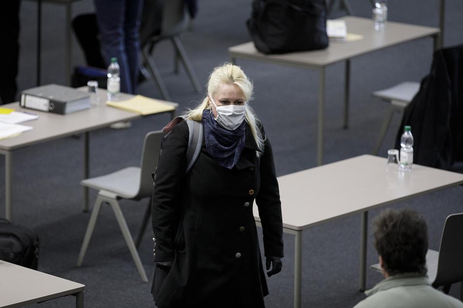 Vorbildlich: Stadträtin Yvonne Reich (Bündnisfraktion) mit Mundschutz.