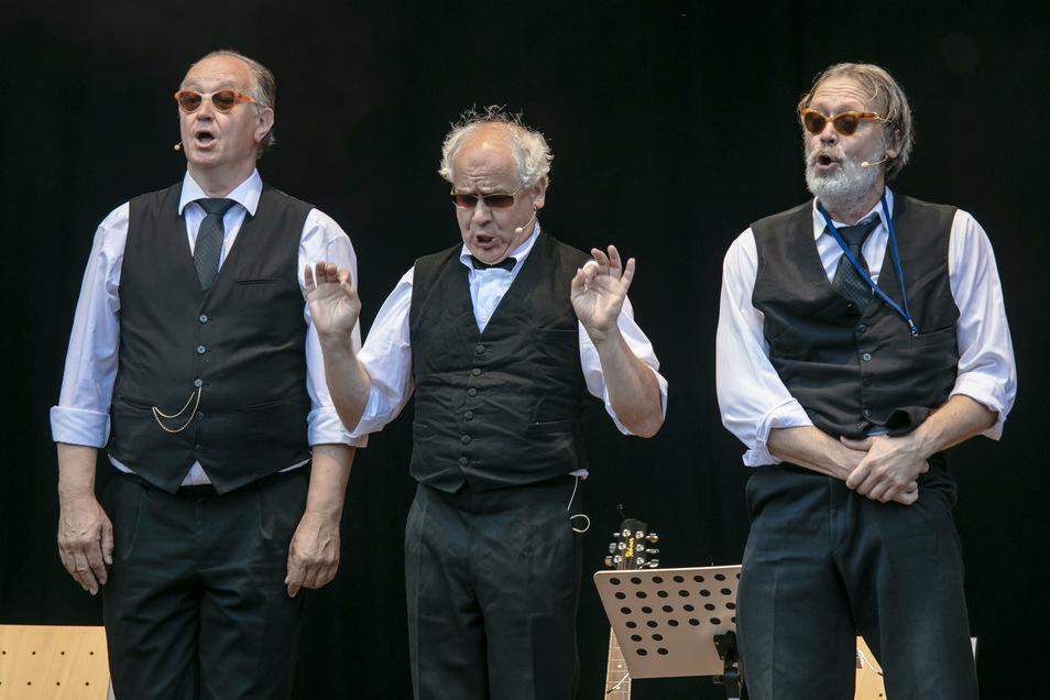 Kommen niemals ohne ihre Sonnenbrillen: Tom Pauls, Peter Kube und Jürgen Haase sind seit 1982 das Zwinger-Trio. Zu erleben am Sonnabend in Freital.