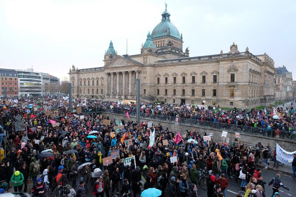 Gut 8.000 Menschen nahmen in Leipzig an den Protesten gegen den Klimawandel teil.