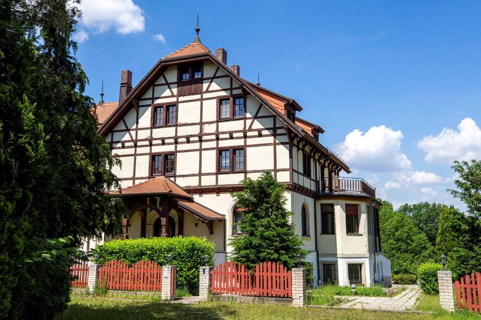 Villa, Hotel, Spielplatz, mutmaßlicher Tatort: Das Großsedlitzer Haus hat Geschichte. Was bringt die Zukunft?