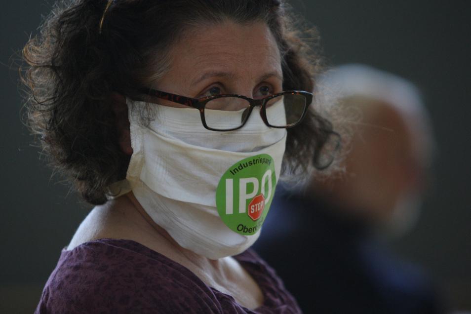 Trägt ihre Meinung im Gesicht: Birgit Biermann aus Meusegast gehört zu den IPO-Gegnern.