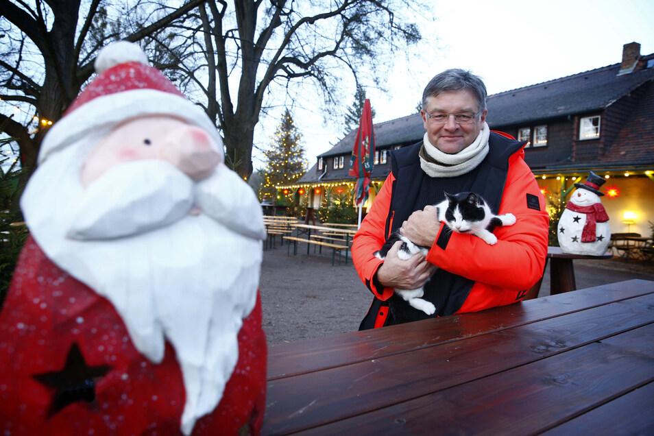 Alles ist vorbereitet, auch die Weihnachtsdeko steht: Heiligabend und am zweiten Feiertag öffnet Holger Zastrow den Biergarten Landgut Hofewiese für Besucher.