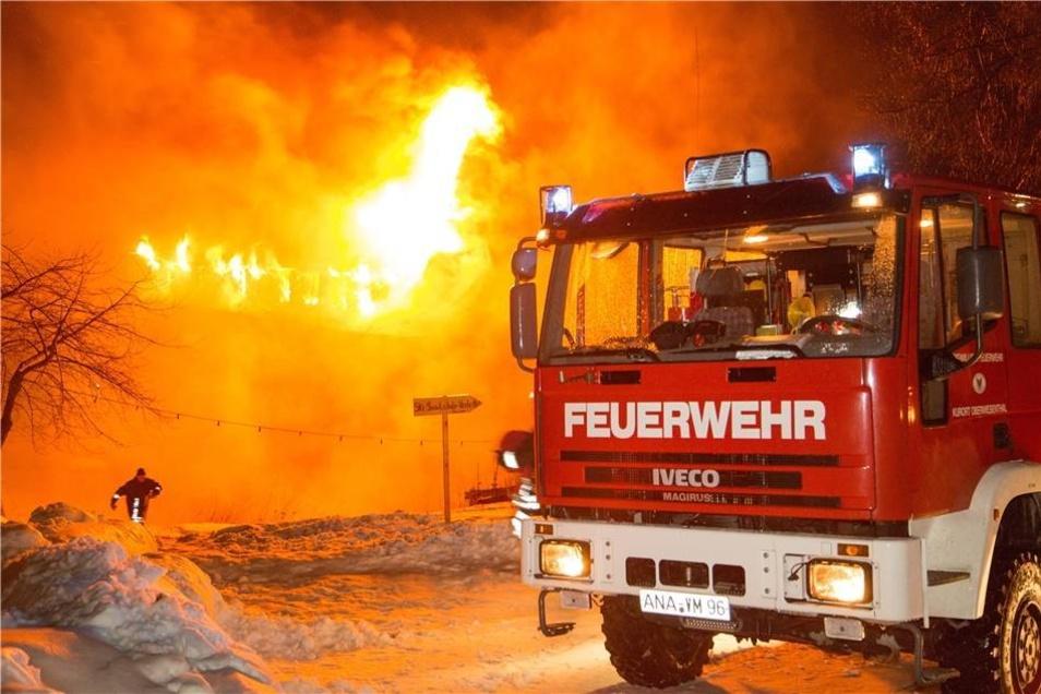 Im Einsatz waren die Feuerwehren aus Oberwiesenthal, Hammerunterwiesenthal, Kretscham-Rothensehma, Neudorf, Cranzahl, Bärenstein, Buchholz und Schwarzenberg.