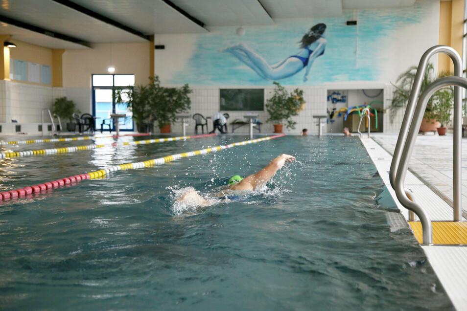 In der Rothenburger Schwimmhalle steht die Wiedereröffnung kurz bevor. Wegen einem technischen Defekt und umfangreicher Reparaturarbeiten ist die gesamte Sommersaison hier ausgefallen.