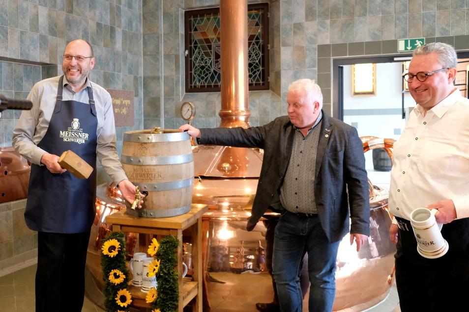 Nach drei Schlägen läuft das Bier. (Olaf Raschke, Bernd Heitmann und Eric Schäffer v. l.)