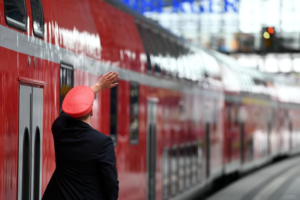 Die Gewalt gegen Zugbegleiterinnen und Zugbegleiter hat im Corona-Jahr 2020 zugenommen.
