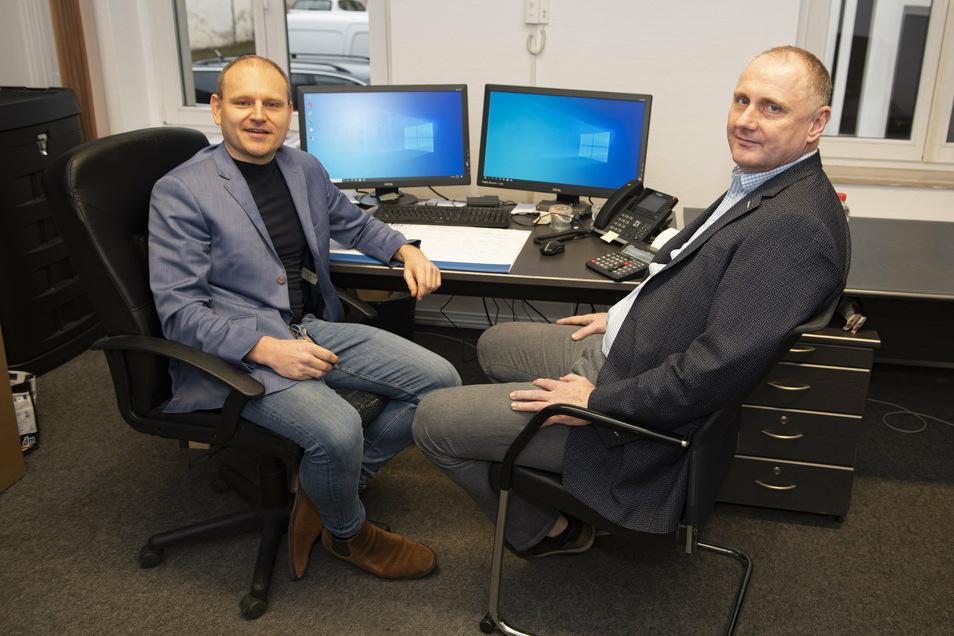 Steuerberater Alexander Rother (l.) und sein Chef Marcus Schuth in der Kanzlei Scholz.Schuth.Beckenbach in Großenhain.