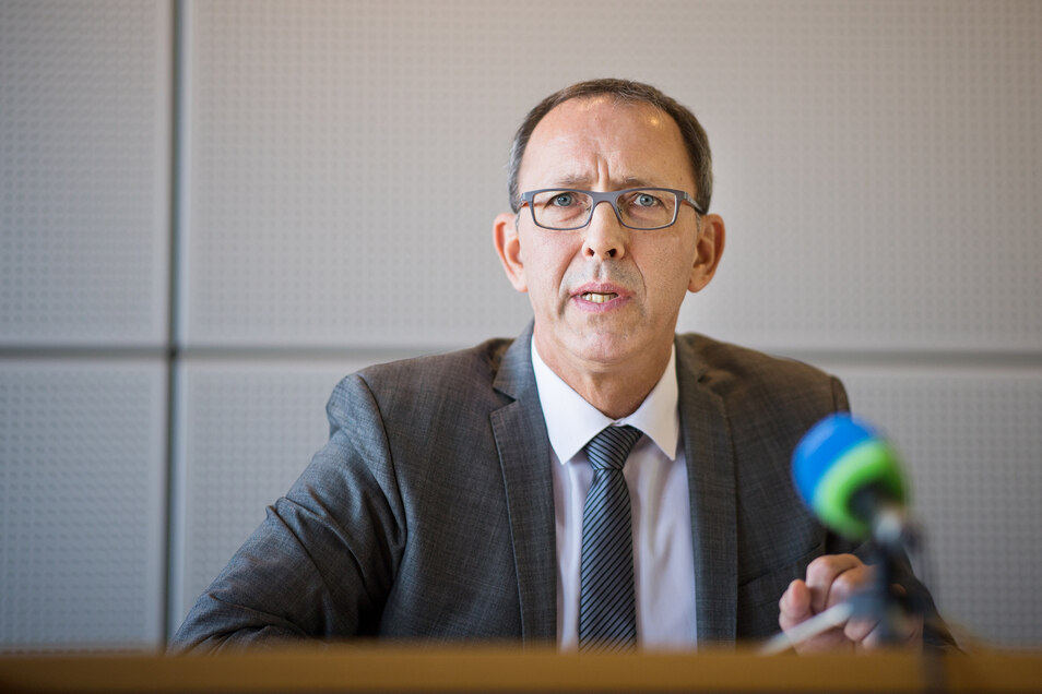 Hofft auf mehr Stimmen: Der sächsische AfD-Landeschef und Fraktionsvorsitzende Jörg Urban (54) während einer Pressekonferenz im Landtag in Dresden.
