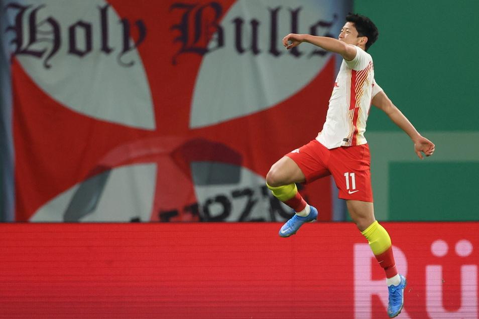 Freut sich: Hee-Chan Hwang hat gerade zum 2:0 für seine Leipziger getroffen.
