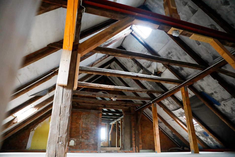 Der Dachboden ist nun begehbar gemacht worden.