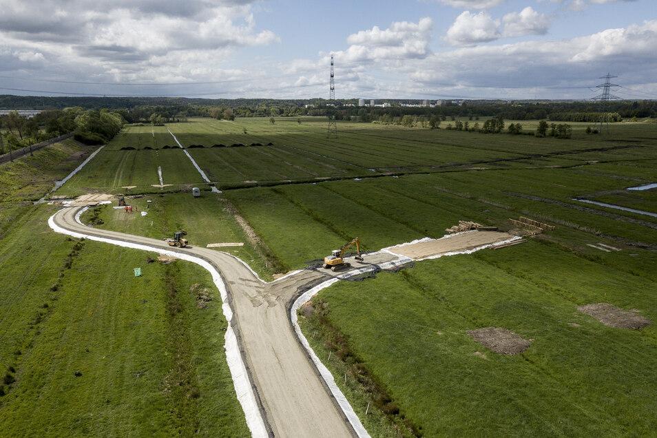 Bauarbeiter haben den ersten Abschnitt beim Neubau der A26 nahe Hamburg begonnen.