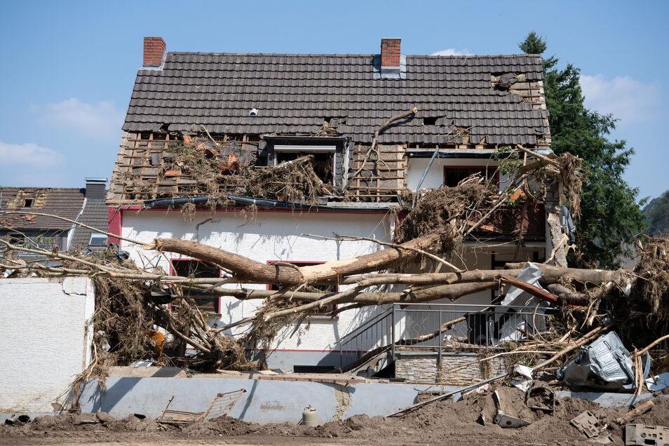 Viele Menschen in der Hochwasserregion, wie hier in Altenahr, stehen vor dem Nichts und sind auf Spenden angewiesen.