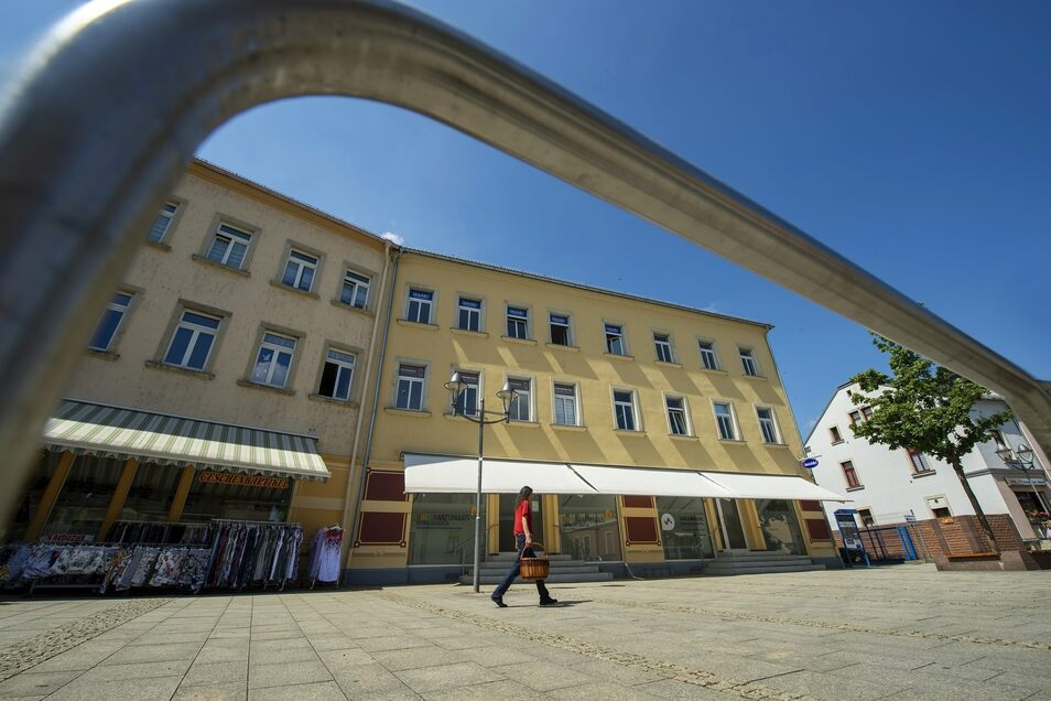 Noch ist hier viel Platz auf dem Fußweg an der Ernst-Thälmann-Straße. Nächstes Jahr soll es hier anders aussehen ...