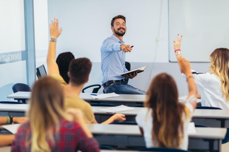 HiWi-Tätigkeiten vertiefen das Fachwissen und können bei potenziellen Arbeitgebern einen guten Eindruck hinterlassen.