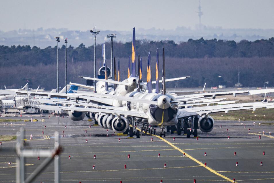 Wegen der Coronavirus-Pandemie bleiben die Maschinen der Lufthansa seit Wochen am Boden.