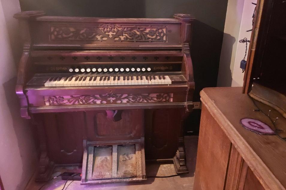 Das gerettete Harmonium aus der Nikolaikapelle