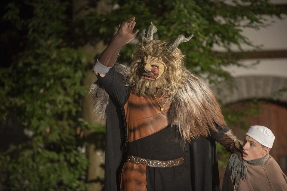 Das Biest wird diesmal nicht brüllen auf der Bühne der Naturbühne in Reichenau. André Kuhnat, der es spielt, und seine Schauspielkollegen sind traurig darüber. Doch die Unsicherheit ist zu groß.