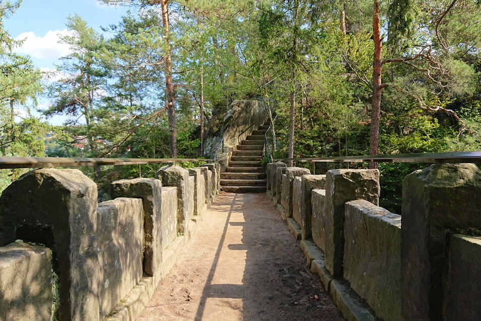 Geheimnisvoll: die Teufelsbrücke auf dem Hockstein
