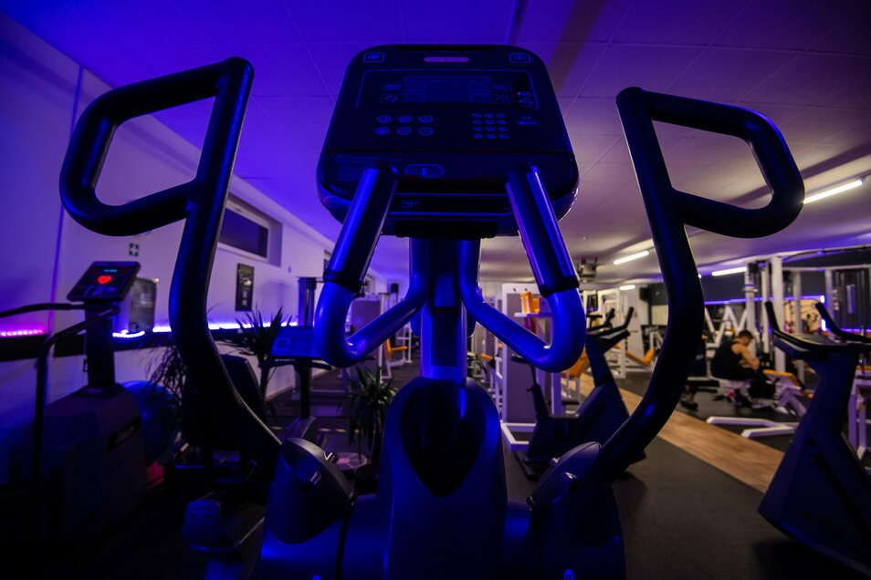 Die Schließung von Fitnessstudios wegen der Corona-Pandemie ist nach Auffassung des Sächsischen Oberverwaltungsgerichts nach bisheriger Rechtslage nicht zu beanstanden.
