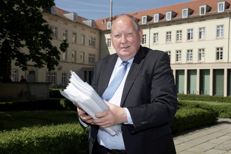 """Parteiloser Bundestagskandidat Klaus Brähmig. """"Bemerkenswert ist auch, dass sich die angeblichen ,Macher und Schutzpatrone' für unsere Heimat 12 Stunden nach der Wahl aus dem Staub in Richtung Berlin gemacht haben."""""""