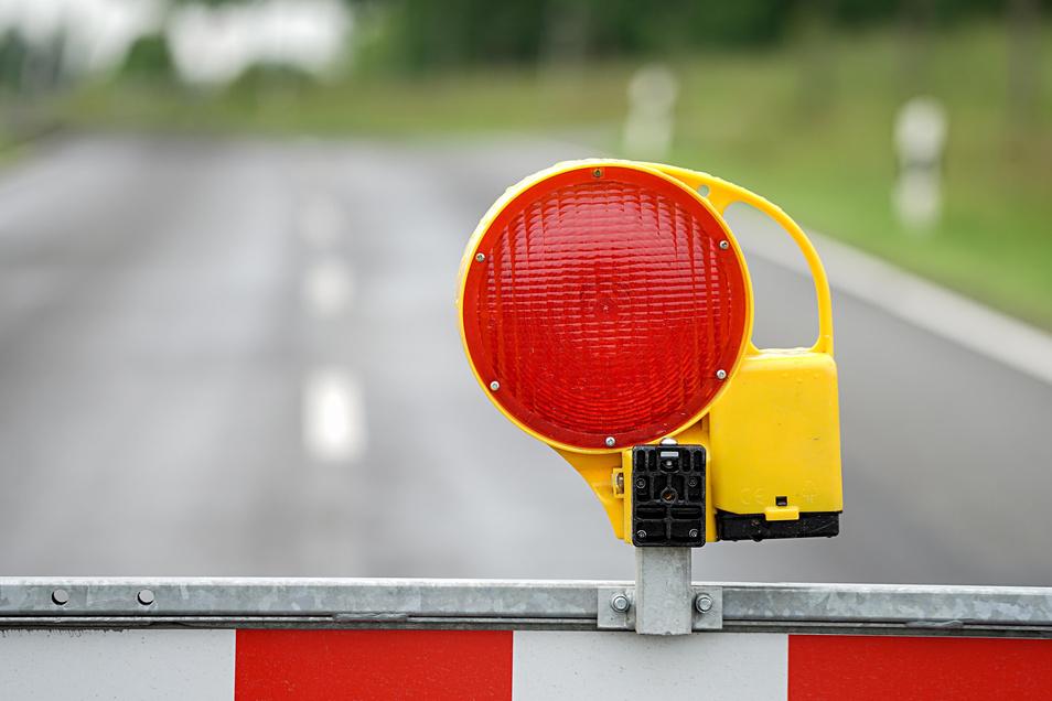 Die Straße muss wegen Bauarbeiten gesperrt werden.
