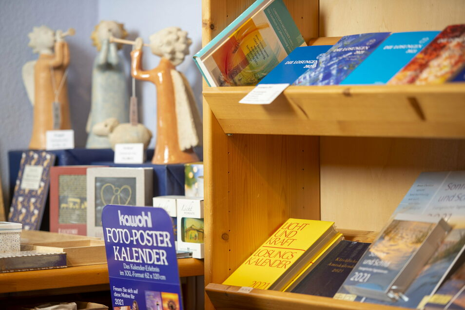 Von Engelsfigur bis Losung: Das christliche Sortiment ist eine Besonderheit der Moritzburger Buchhandlung. Viele Kunden schätzen es.