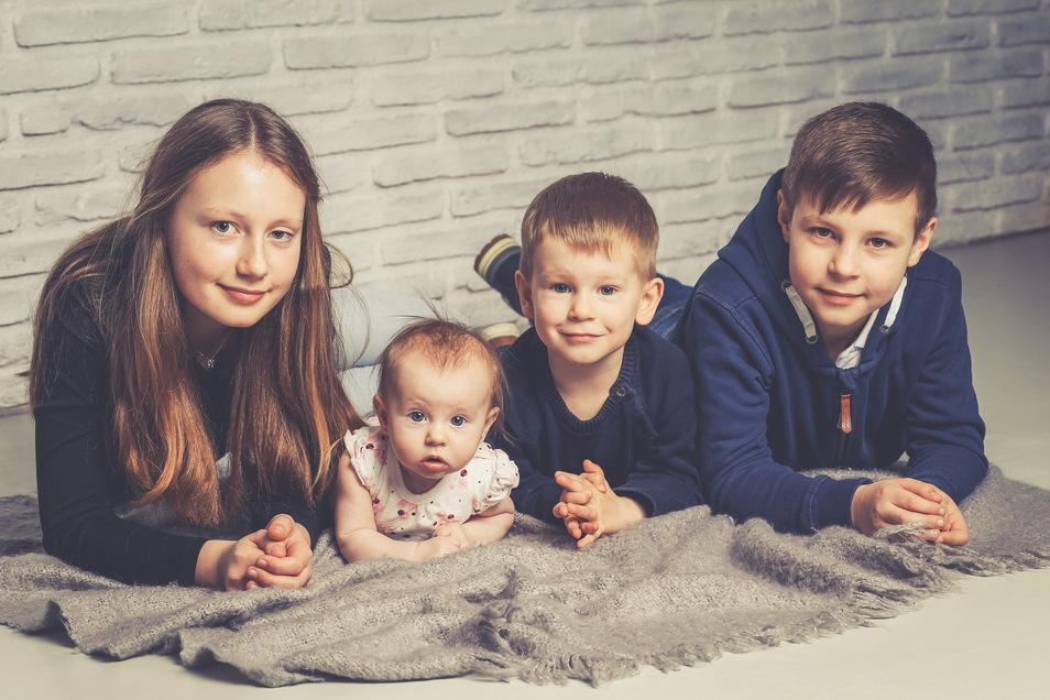Ilvi mit Anna Lena, Luis und Ole, geboren am 11. November, Geburtsort: Kamenz, Gewicht: 3.400 Gramm, Größe: 48 Zentimeter, Eltern: Anne und Carsten Schönach, Wohnort: Cunnersdorf