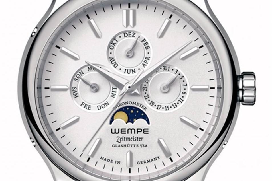 Mit Jahreskalender Das Modell Zeitmeister Jahreskalender basiert auf einem Uhrwerk der Schweizer Firma Eta. Es kostet 7 975 Euro und ist auf 100 Stück limitiert.  Fotos: Wempe.