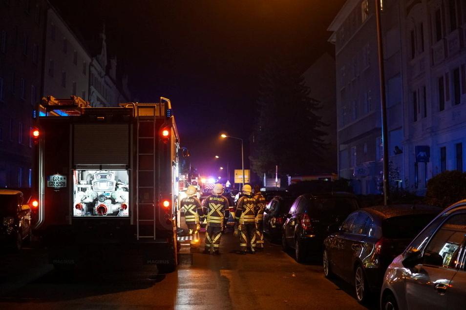 Die Feuerwehr war mit drei Fahrzeugen und drei Kameraden im Einsatz.