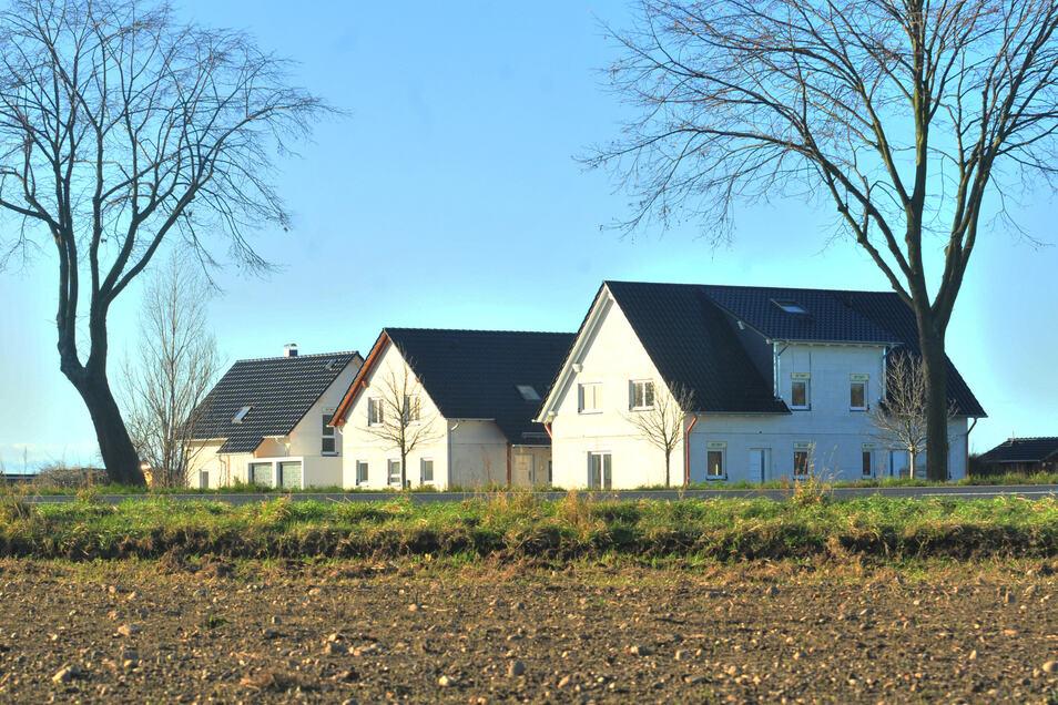 Endlich stehen drei Wohnhäuser in Brockwitz. Fast bezugsfertig, doch daraus wird nun nichts. Die beauftragten Firmen sind in Insolvenz gegangen.