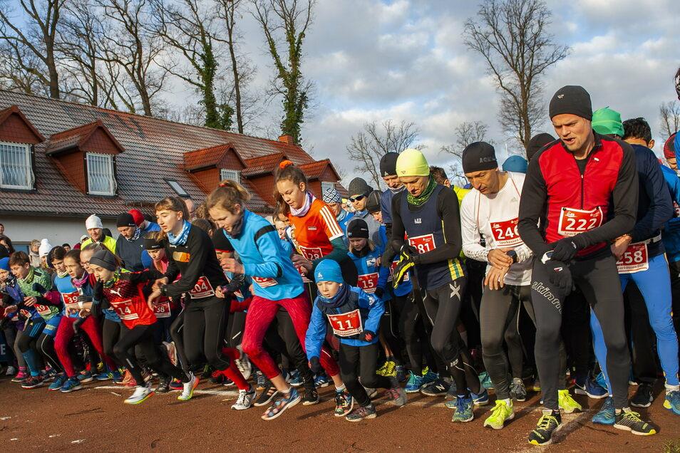 Rund 350 Läufer starteten am 5. Januar ins Sportjahr 2020.