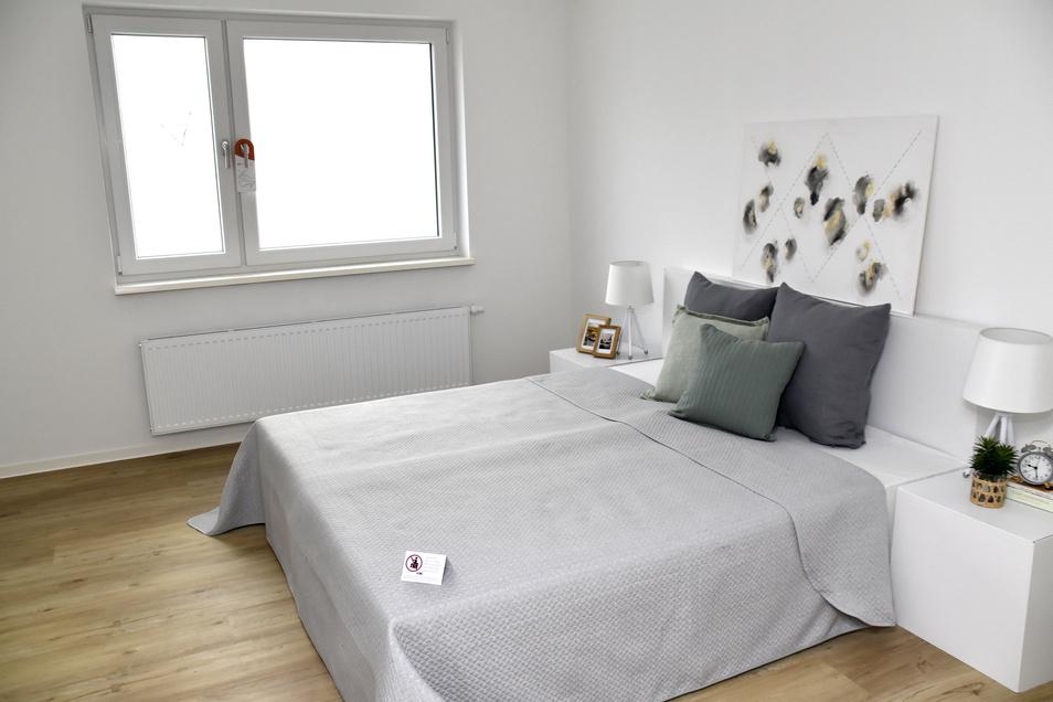 Neben dem Wohnzimmer gibt es vier weitere Räume, die als Schlafzimmer oder für die Kinder genutzt werden können. Das hier ist mit 16 Quadratmetern das größte.