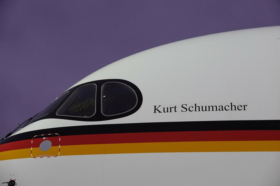 """Der neue Regierungsflieger ist auf den Namen """"Kurt Schumacher"""" getauft worden."""
