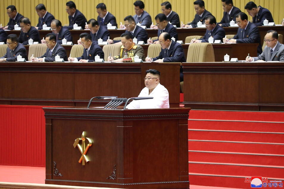 Dieses von der staatlichen nordkoreanischen Nachrichtenagentur zur Verfügung gestellte Foto zeigt Kim Jong Un, Machthaber von Nordkorea, auf einem Kongress der Partei der Arbeit Koreas.