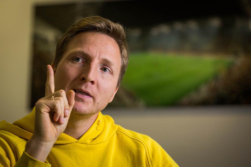 Marco Hartmann hebt mahnend den Zeigefinger. Dynamos Ex-Kapitän kritisiert, dass die Spieler bei der Entscheidung über die Fortsetzung der Saison von der DFL außen vor gelassen wurden.