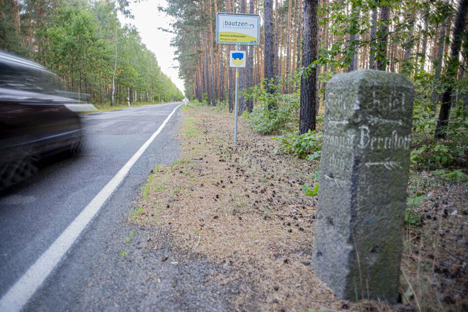 Von Brandenburg in den Landkreis Bautzen: Die Straße nach Grüngräbchen wird ab Montag gebaut.