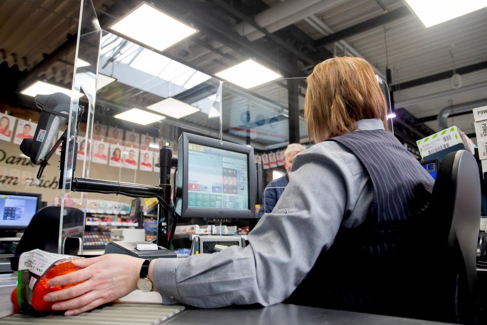 Zum ersten Juli ist der gesetzliche Mindestlohn um zehn Cent auf 9,60 Euro je Stunde gestiegen.
