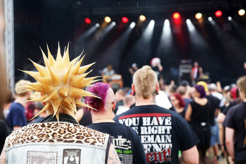 """Das Publikum beim """"Back to Future""""-Festival reicht von normal bis schrill."""