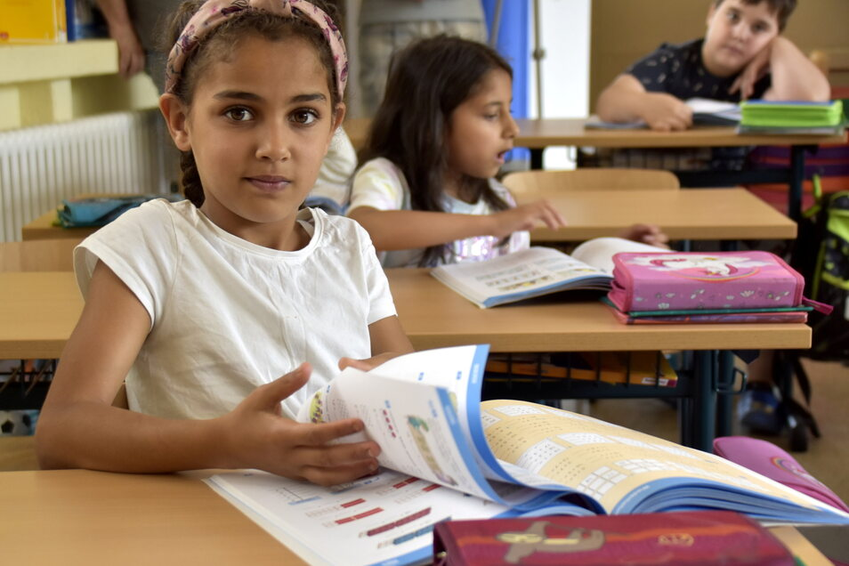 Limaar, Melisa und Elias lernen an der 122. Grundschule in der 1. Klasse vor allem die deutsche Sprache kennen. Kinder aus über 20 Nationen werden an dieser Prohliser Grundschule unterrichtet.