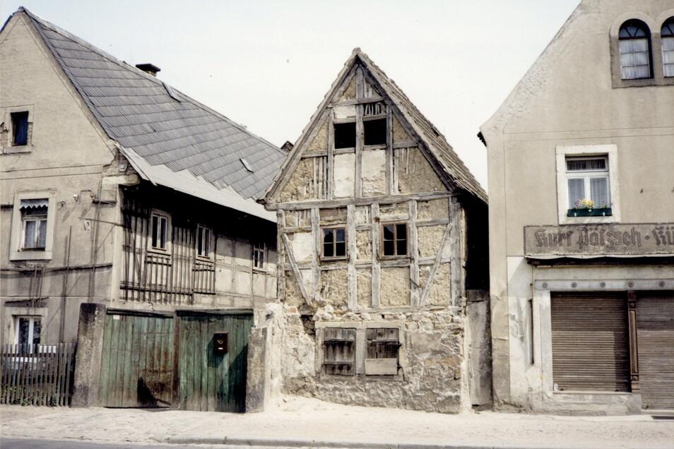In einem desolaten Zustand war die heutige Kulturschmiede Radebeul vor der Sanierung im Jahr 1992.
